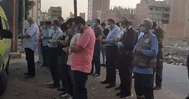 """جنازة الفنان محمد ريحان.. و""""كورونا"""" يحرم أبناءه الـ3 من تشييع جثمانه (فيديو)"""