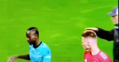 """مان يونايتد ضد ليفربول.. ساديو ماني يرفض مصافحة كلوب بعد المباراة """"فيديو"""""""