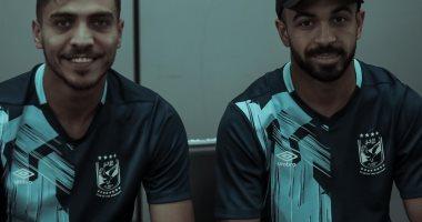 لاعبو الاهلي يتوافدون على مطار القاهرة لبدء رحلة جنوب أفريقيا
