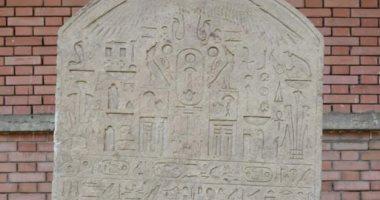مواطن عثر على لوحة أثرية بأرضه: كنت فاكرها حجر وسلمتها علشان دى حاجة مصر