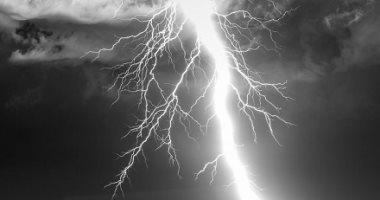 مطاردة البرق.. مصور فوتوغرافي يسعى وراء العواصف.. ألبوم صور