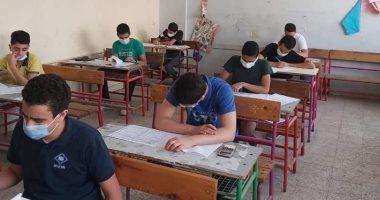 طلاب الشهادة الإعدادية بالجيزة يختتمون اليوم امتحانات نهاية العام
