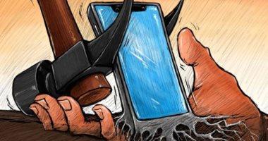 كاريكاتير اليوم.. الهواتف المحمولة تتشعب كالجذور فى الإنسان