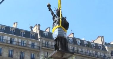 فرنسا ترسل نسخة مصغرة من تمثال الحرية إلى أمريكا
