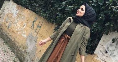 أزياء محجبات.. أفكار لتنسيق التنورة ذات الأزرار الأمامية مع الحجاب