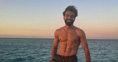 محمد صلاح يواصل الترويج للسياحة المصرية من يخت بأحد الشواطئ