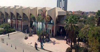 رئيس جامعة حلوان يوجه الطلاب لسرعة تلقى لقاح كورونا