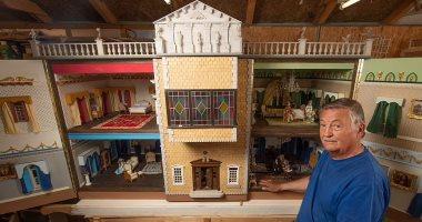 صانع مصغرات يعرض منزل للبيع استغرق  26 عامًا في صناعته .. اعرف القصة
