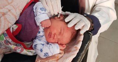 فحص 7867 طفلًا حديث الولادة بالمنيا ضمن مبادرة السمعيات