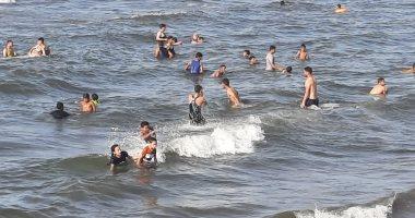 شواطئ بورسعيد كاملة العدد.. آلاف المصطافين على ساحل البحر المتوسط.. لايف