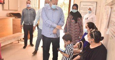 محافظ أسيوط يطمئن على العمل بمركز الرعاية الصحية الأولية بالقوصية