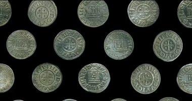 العثور على 118 عملة فضية فى غابات بولندا يكشف سر رشوة عمرها 1200 عام.. صور
