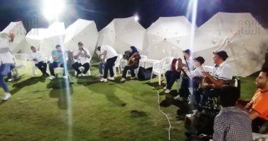السمسمية تشعل ليالى السمر على شواطئ بورسعيد.. وإقبال مئات المصيفين.. فيديو
