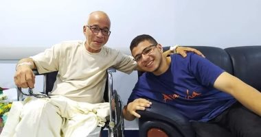 رسالة حب من شريف دسوقى لابنه فى صورة جديدة من داخل المستشفى