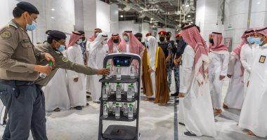 السعودية نيوز |                                              ضمن الإجراءات الاحترازية.. روبوتات ذكية بالحرم المكى لتوزيع المياه دون تلامس