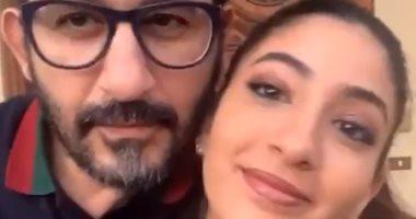 وصلة رقص طريفة بين أحمد حلمي وابنته لي لي على تيك توك.. فيديو وصور