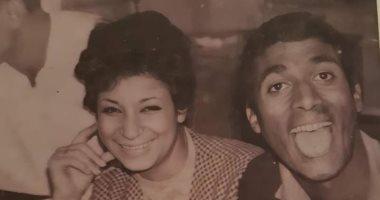 صور نادرة من حياة أحمد زكى فى صباه ومع أخته وأثناء دراسته بصحبة سناء يونس