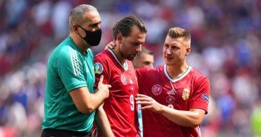 صورة يورو 2020.. نقل قائد المجر للمستشفى بعد إصابته في الرأس أمام فرنسا