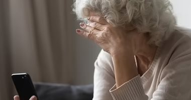 5 early signs of dementia, including memory loss and mood changes