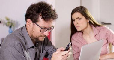اعرفى تأثير السوشيال ميديا على علاقتك العاطفية بشريك حياتك.. الغيرة هتجننك