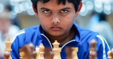 طفل أمريكى عمره 12 عاما يصبح أصغر أستاذ شطرنج فى العالم.. فيديو