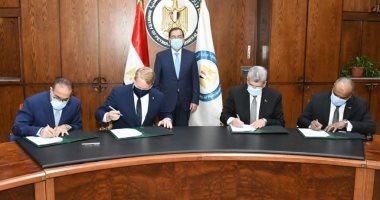 البترول: توقيع اتفاقيتين لتنفيذ أعمال هندسية وتصميمات مشروع مجمع البحر الأحمر