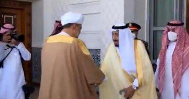 السعودية نيوز |                                              سلطان عمان يصل السعودية فى أول زيارة خارجية والملك سلمان يستقبله بقصر نيوم