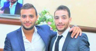 وصول جثمان شقيق رامى صبرى إلى مسجد الشرطة لأداء صلاة الجنازة