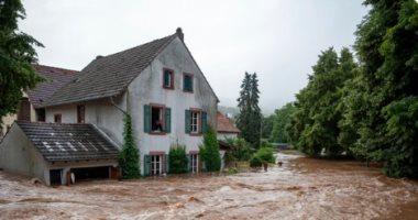 مصرع وفقدان 8 أشخاص جراء فيضانات فى تايلاند
