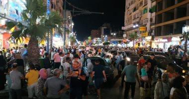 عيش أجواء وبهجة عيد الأضحى على كورنيش مطروح ليلا.. فيديو لايف