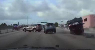 مطاردة بين الشرطة الأمريكية و5 مراهقين تنتهى بكارثة على طريق بفلوريدا.. فيديو