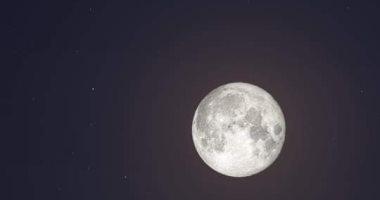 القمر يقترن بزحل