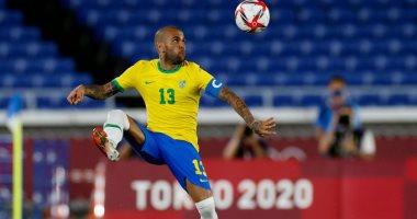 البرازيلى دانى ألفيس يعلن الرحيل عن ساو باولو