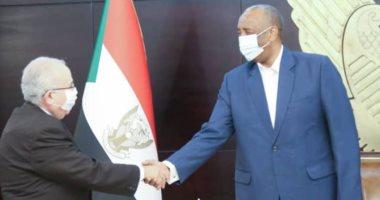 السعودية نيوز |                                              وزير خارجية الجزائر لرئيس مجلس الانتقالي السوداني: مستعدون للمساهمة في حلول سلمية بالمنطقة