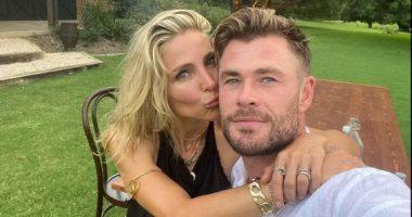 كريس هيمسوث وزوجتة