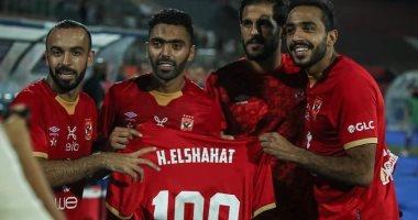 حسين الشحات محتفلا بـ100 مباراة مع المارد الأحمر: بطولات وإنجازات الأهلى تاريخ