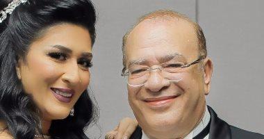 دنيا صلاح عبد الله مع والدها الفنان الكبير