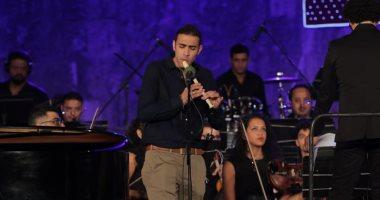 مدحت ممدوح أول مصري يصل لبرنامج America's Got Talent يبهر جمهور محكي القلعة