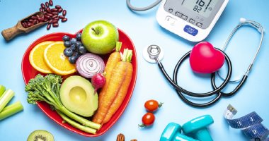 What is a hypertensive crisis and when do you go to the hospital?