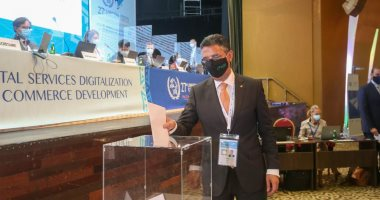 رئيس البريد يدلي بصوته في انتخابات اتحاد البريد العالمي بأبيدجان