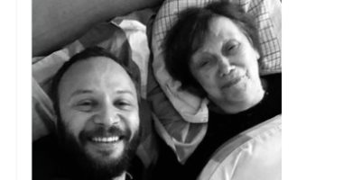 """مكسيم خليل يعلن وفاة والدته:"""" يتيم أنا الآن يا أمى نامى وارتاحى ياحبيبتى"""""""