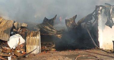 اندلاع حريق هائل في أحد المصانع بالمحلة والحماية المدنية تحاول إخماد النيران.. صور
