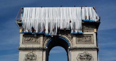 """شيده نابليون الأول عام 1806.. باريس تغلف قوس النصر بـ14 مليون يورو """"ألبوم صور"""""""
