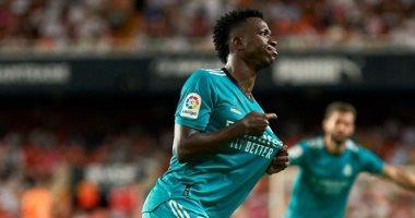 صورة بيكيه: فينسيوس اتفق مع برشلونة قبل الانتقال إلى ريال مدريد