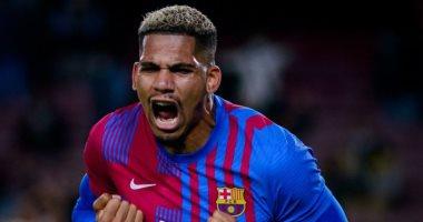 برشلونة يعلن إصابة أراوخو واحتمالية غيابه عن الكلاسيكو