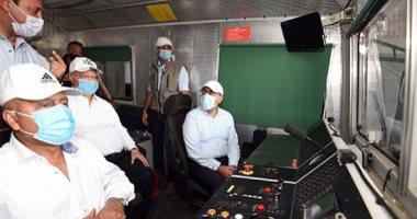 رئيس الوزراء يتفقد أعمال تنفيذ مشروع القطار الكهربائى