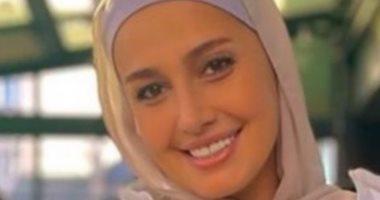 حلا شيحة ترد على أبيها بصورة مرتدية الحجاب