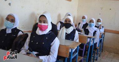 مدارس الأقصر تلتزم بالكمامة والتباعد وغرف طبية فى أول يوم دراسى.. ألبوم صور