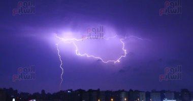 مشاهد بديعة.. برق ورعد فى سماء القاهرة وسط تقلبات الطقس الخريفى