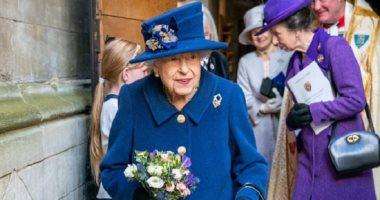 الملكة إليزابيث الثانية تظهر بعصا مشى دون سبب طبى لأول مرة.. اعرف القصة